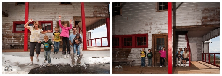 outdoor mountain family photography in Alaska at Independence Mine